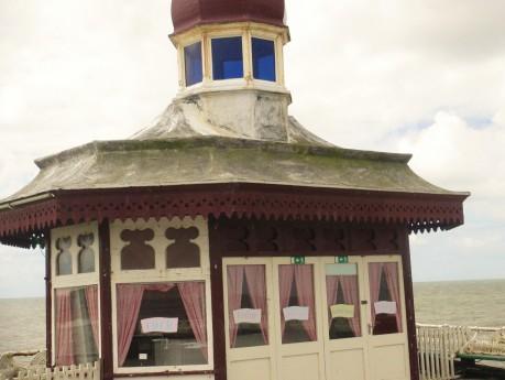 Pier hut